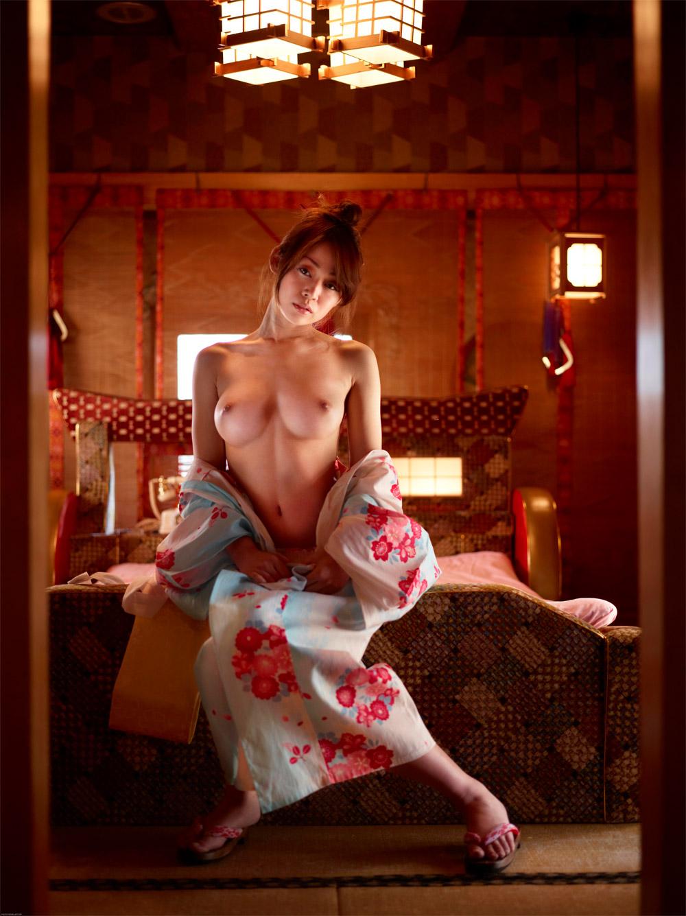 буквально днях фото и фильмы девушки японки эротика негативной реакцией было