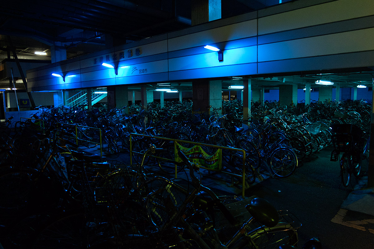 parking bleu vélos