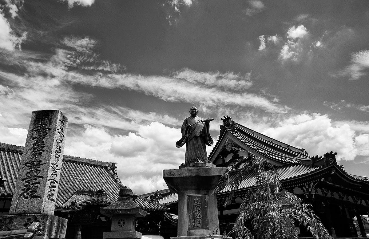 temple-statue-kyoto